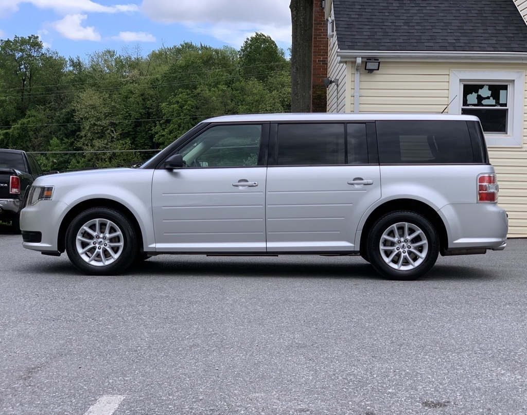 Pre-Owned 2017 Ford Flex SE